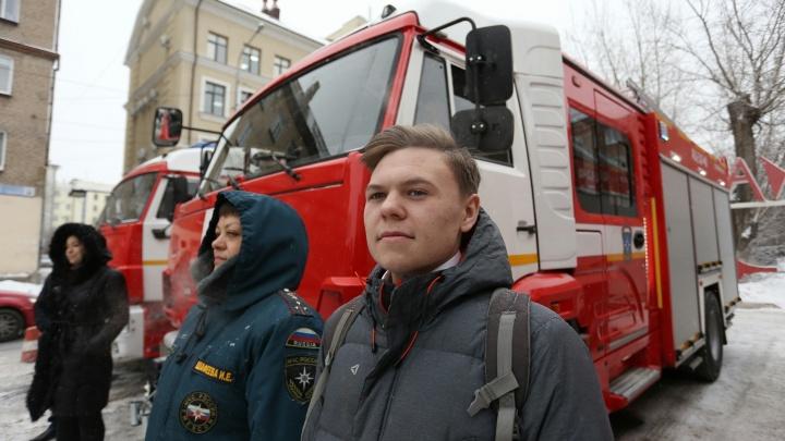 «О наградах не думал»: 17-летнему студенту, спасшему челябинца на пожаре, дали грамоту