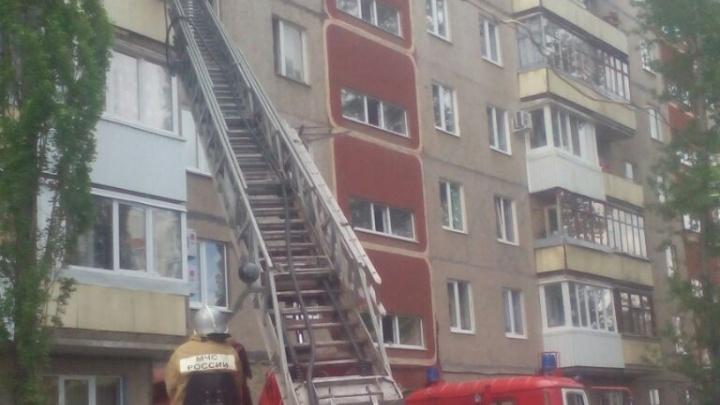 Жителей уфимской многоэтажки напугал громкий хлопок
