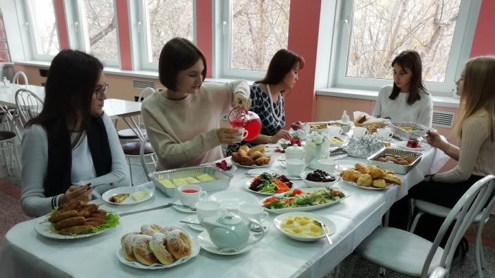 В лицее «Ветлужанки» ресторанный повар готовит для школьников диетические и вегетарианские блюда