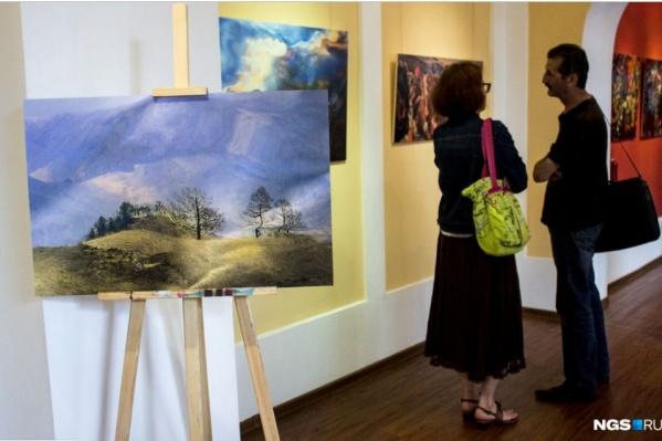 Ценители искусства в Сети интересуются у художника, как его имя и почему у картины именно такая цена