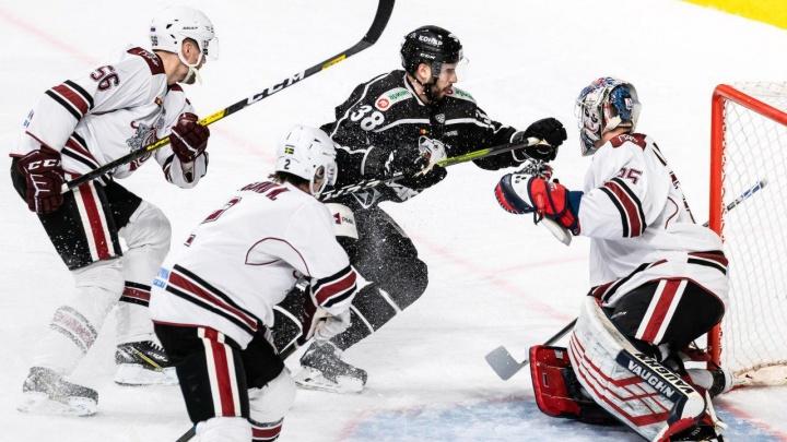 Челябинский «Трактор» завершил серию домашних матчей проигрышем