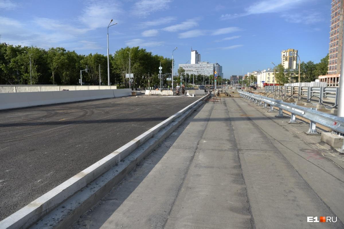 Трамвайные пути будут справа