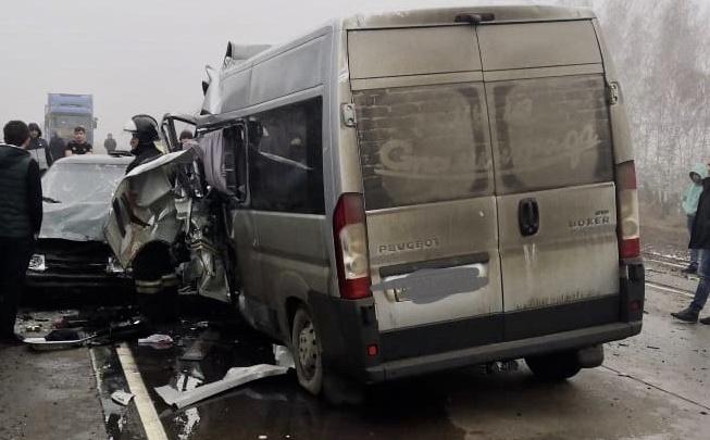 В Борисоглебске на стоянке сгорел разбитый микроавтобус семьи врачей Соловьевых