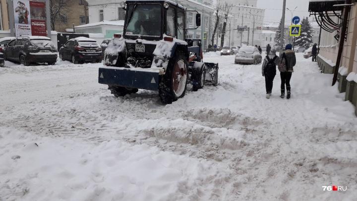 Зимой в центре Ярославля ограничат парковку: на каких улицах