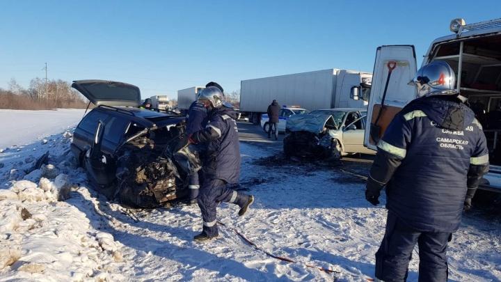 Превратились в груду металла: в Самарской области произошло смертельное ДТП