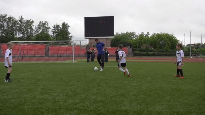 Сотрудники МЧС и тюменские футболисты сняли ролик в поддержку российской сборной на ЧМ-2018