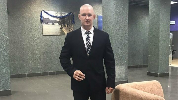 «Сильные люди есть везде»: силач из Башкирии показал на видео, как свернуть сковородку в трубочку