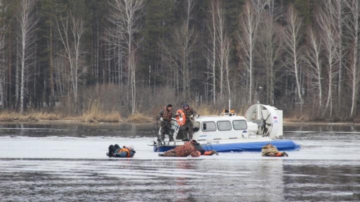 Спасатели эвакуировали 60 рыбаков с отколовшихся льдин на Белоярском водохранилище