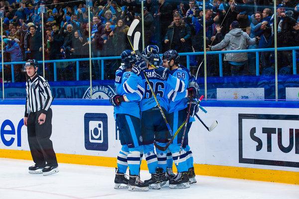 Хоккей: «Сибирь»одержала тяжёлую победу над ярославским «Локомотивом»