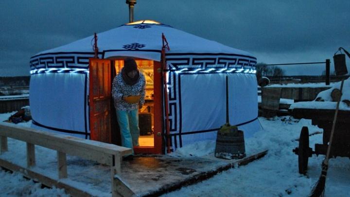 Байкер  из Архангельска уехал в холмогорскую деревню, чтобы открыть там «Страну кОз»