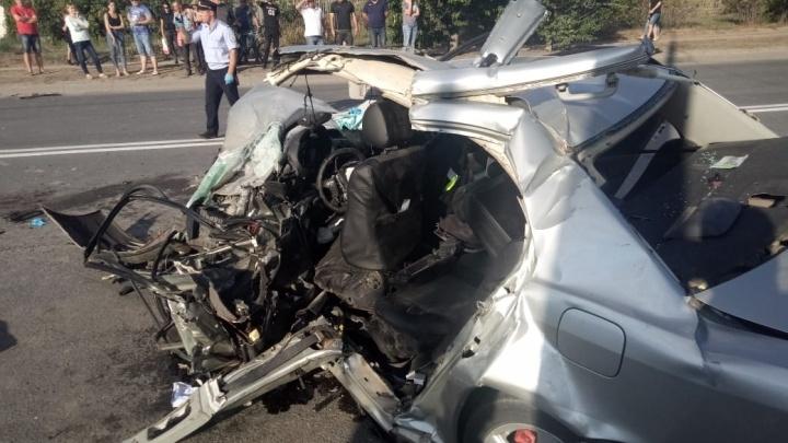 Под Волгоградом в аварии ранены шесть человек и один погиб