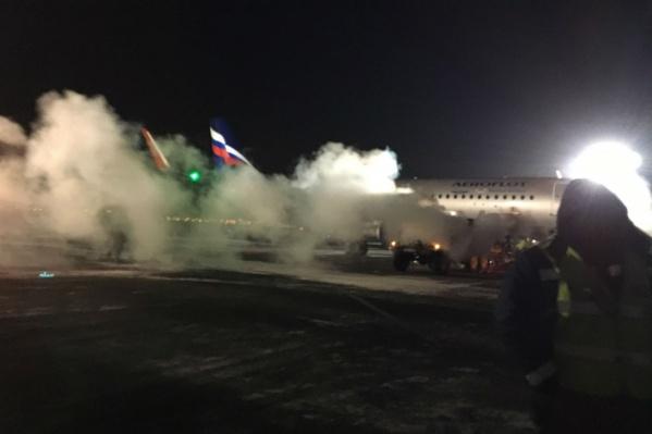 Отсек самолёта отогревали парогенераторами