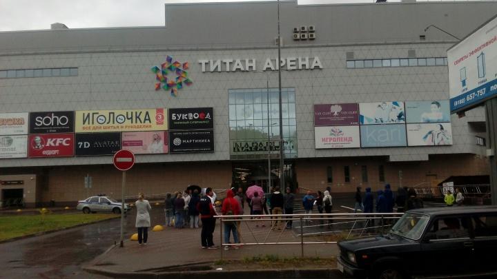В Архангельске из-за сообщения о бомбе эвакуировали «Титан Арену»