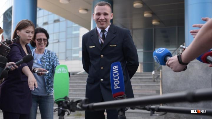 «Я сам не понимал, что происходит, пока не приземлились»: бортпроводник A321 — об аварийной посадке