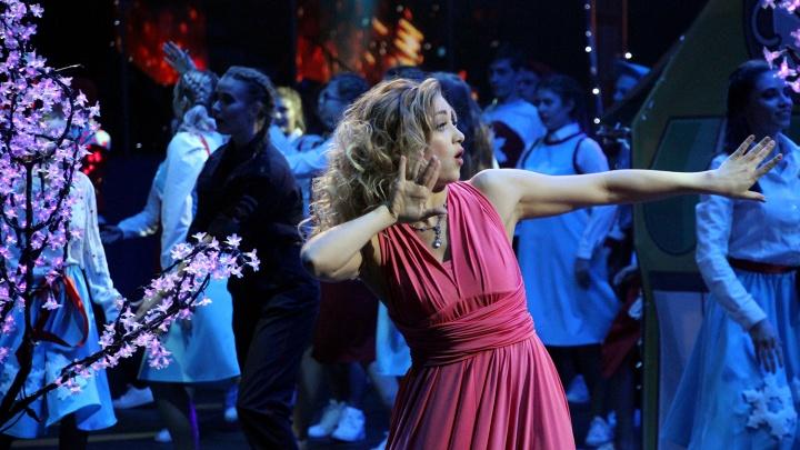 450 танцоров TODES устроили шоу на льду «Арены-Омск»