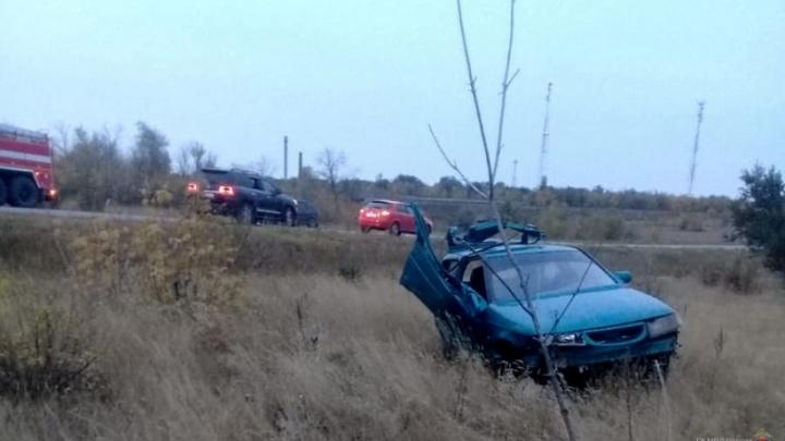 Двое волгоградцев погибли в вылетевшем с трассы ВАЗ-2112