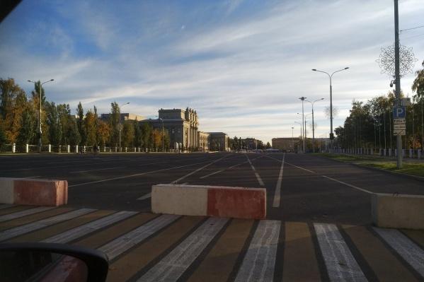Путь со стороны улицы Вилоновской автомобилистам преграждают бетонные блоки