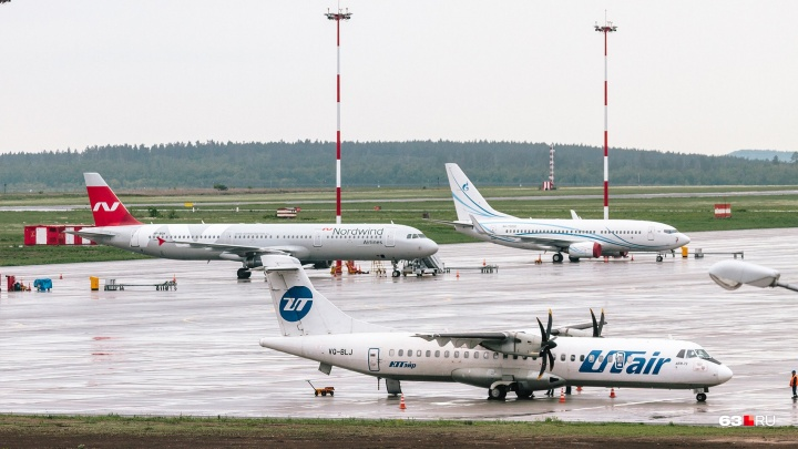 Вылетевший из Курумоча в Сургут самолет экстренно сел в Екатеринбурге
