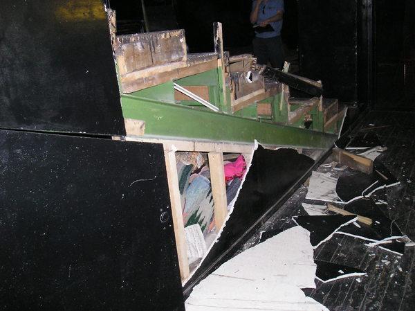 Театр буквально выжили из здания