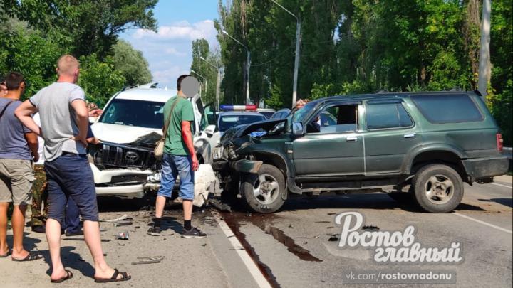 Вылетел на встречку: в Ростове столкнулись два автомобиля