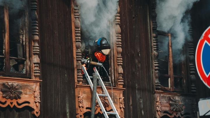 Реставратора мастерской Шитова увезли в ожоговое. Подробно о пожаре на Дзержинского
