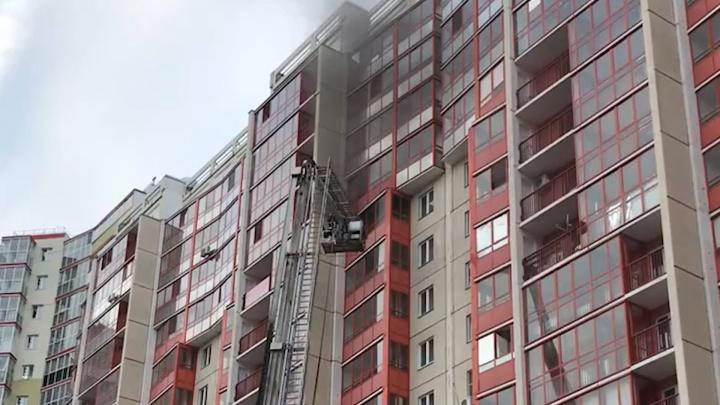 В высотке в центре Челябинска загорелась квартира на 13-м этаже