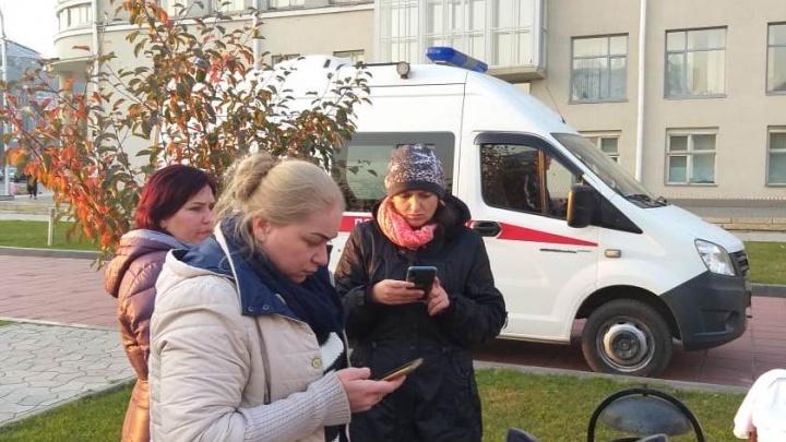 Обманутые дольщики приостановили голодовку— двух участниц увезли на скорой