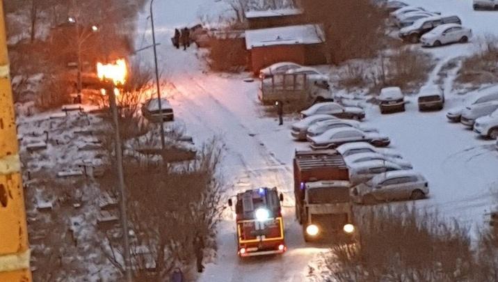 Утром на Войновке вспыхнул и сгорел отечественный автомобиль