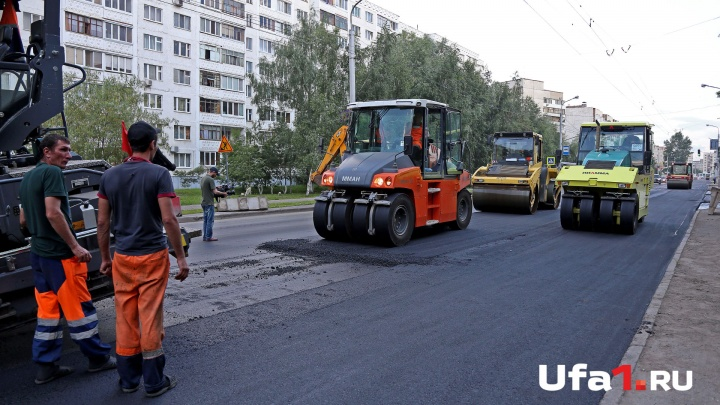 В уфимской Черниковке укладывают асфальт: проезд транспорта закрыт