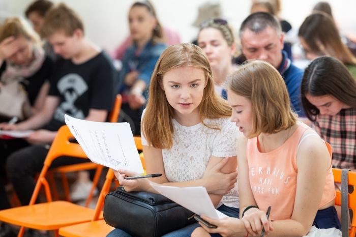 Всего 3% школьников по России сдают профильную математику на 80+ баллов, а обществознание —4%