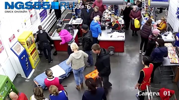 «Большинство русских женщин такие!»: американцы о родах в омском супермаркете