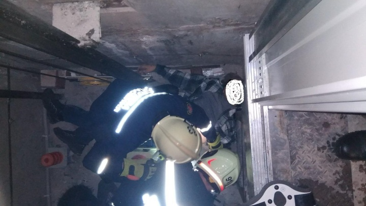 Мужчина упал в шахту лифта в доме в центре Перми — там меняли оборудование по программе капремонта
