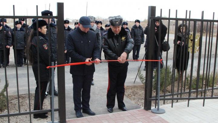 Ключи и землю: волжских полицейских привели в новый отдел