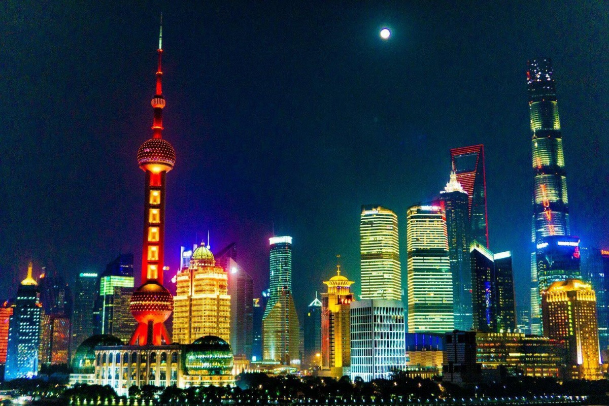 Шанхай — крупнейший китайский мегаполис и самый «западный» из китайских городов (не считая присоединившегося сравнительно недавно Гонконга)