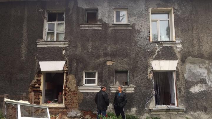 Взрыв в доме на Сеченова: двум женщинам понадобилась «скорая»