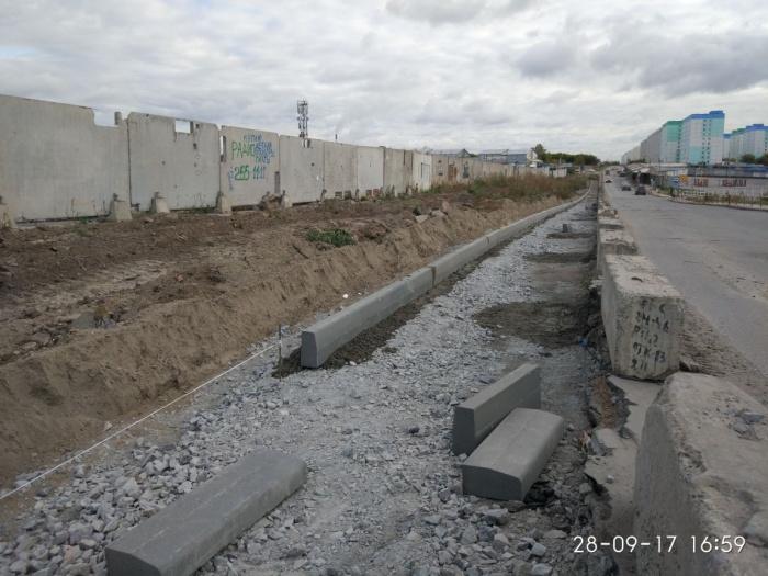 Рабочие срежут часть грунта и сделают тротуар