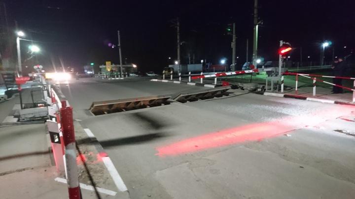 В Новосибирске изобрели новый способ предупредить водителей на железнодорожном переезде