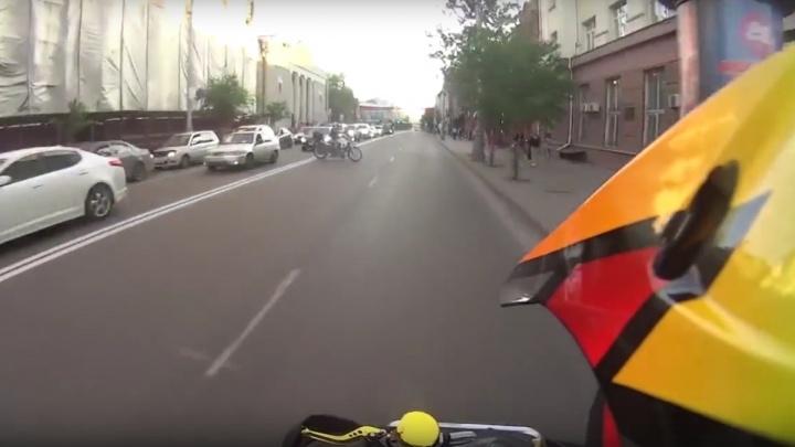 Экстремал на квадроцикле устроил гонки с полицией по центру города