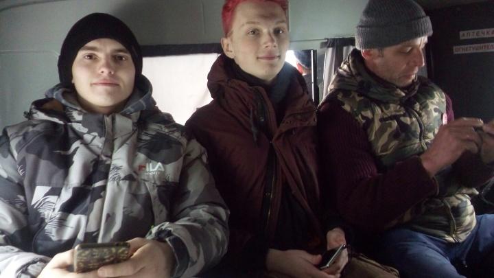«Мы пили чай, закон не нарушали»: в Архангельске на площади Ленина задержали еще четверых активистов