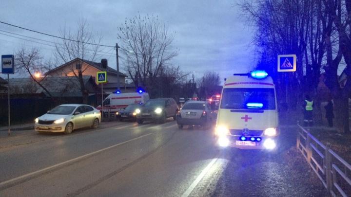 Водитель даже не пытался затормозить: в Кольцово 14-летняя девочка попала под машину