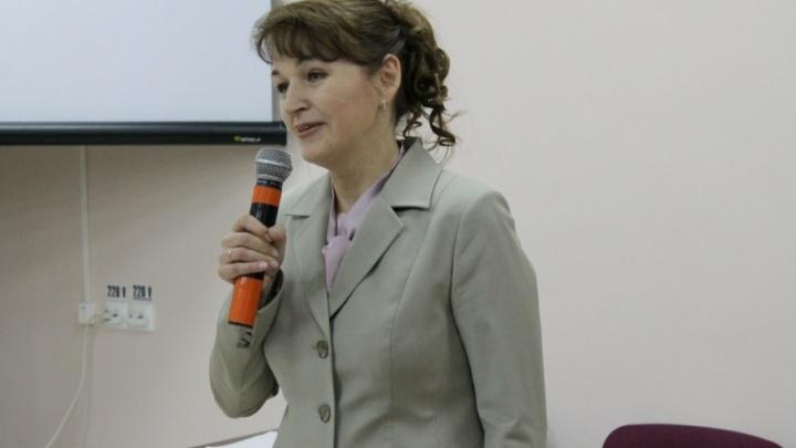 «Отдают земский миллион и бегут от нее»: врачи и пациенты Плесецкого района просят убрать главврача