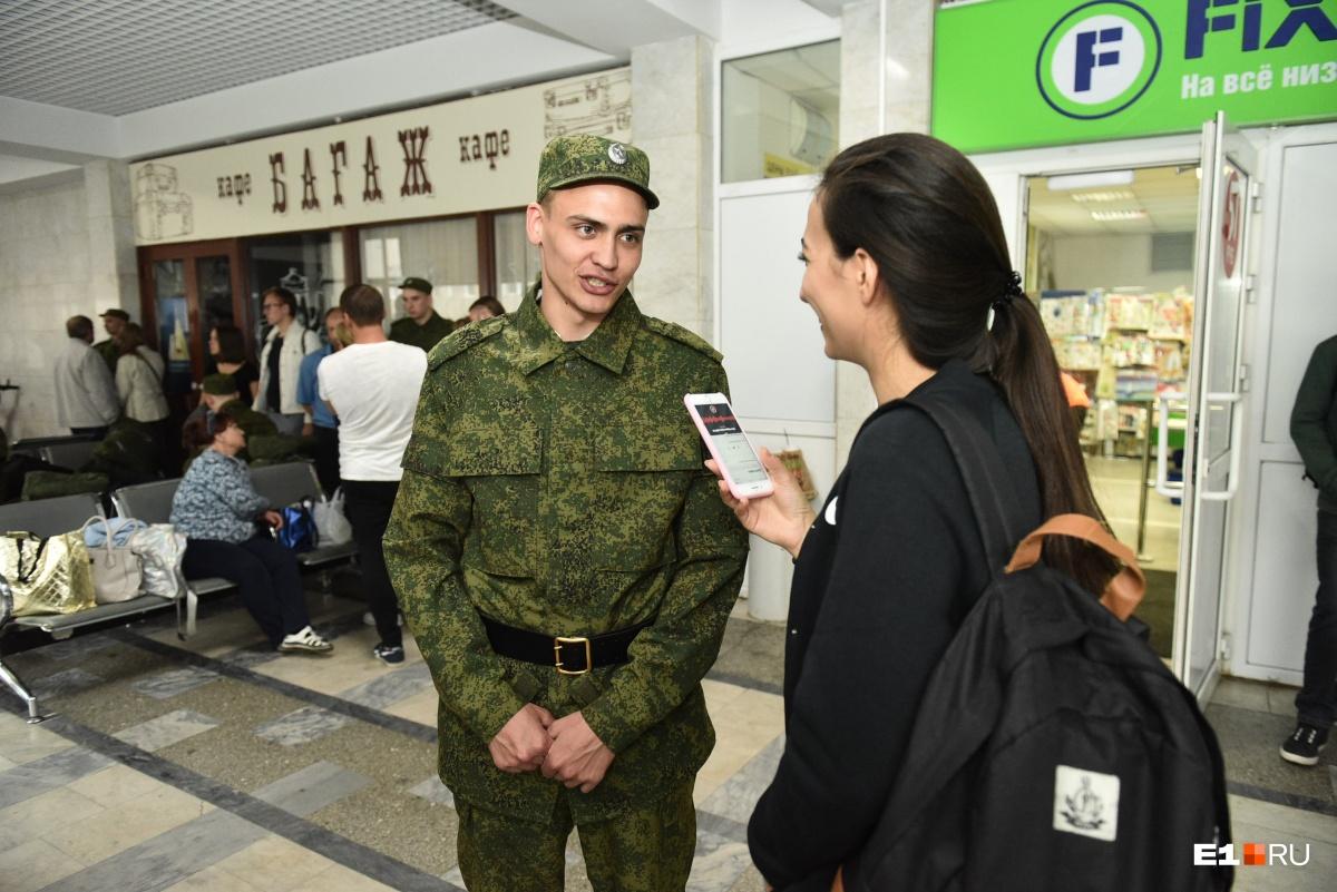 Геннадий говорит, что в военкомате ему сразу предложили служить в Президентском полку