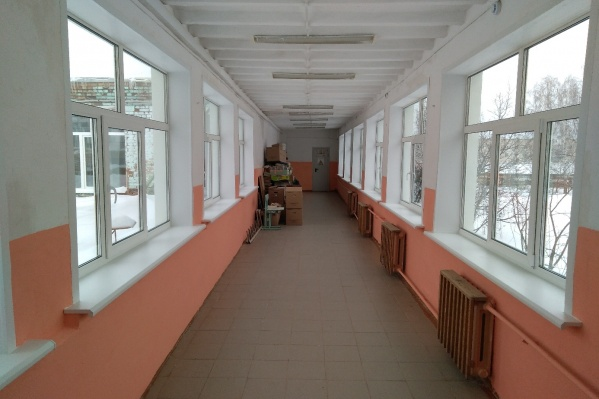 Теперь в школе новые окна и нет сквозняков