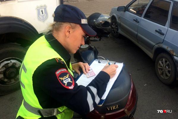 Гаишники ловили нарушителей и выписывали им штрафы на кругленькую сумму