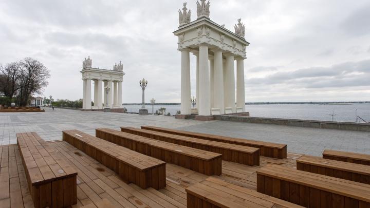 Вперед и с песней: на верхней террасе набережной Волгограда зазвучала музыка