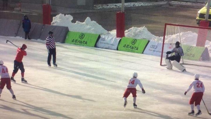 Хоккейный «Енисей» победил с огромным счётом соперников из Урала в первом матче сезона