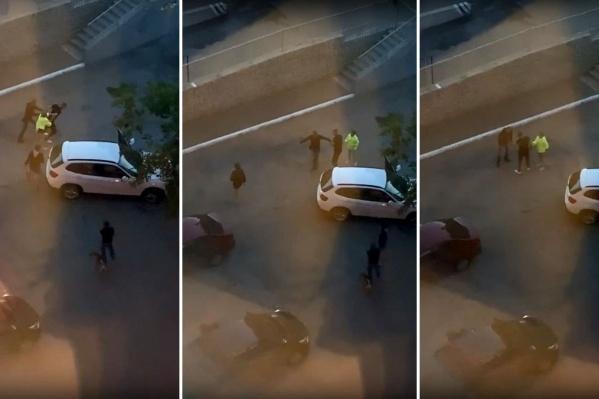Судя по видео, очевидцы пытались задержать пьяного автомобилиста