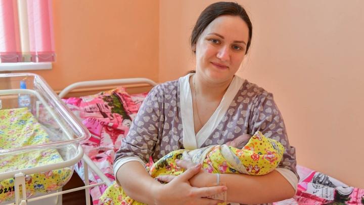 Начавшую рожать на соревнованиях по кёрлингу молодую маму вместе с сыном выписали из роддома