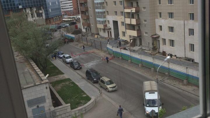 Лифт с рабочим рухнул с 11-го этажа дома на Шамшурина