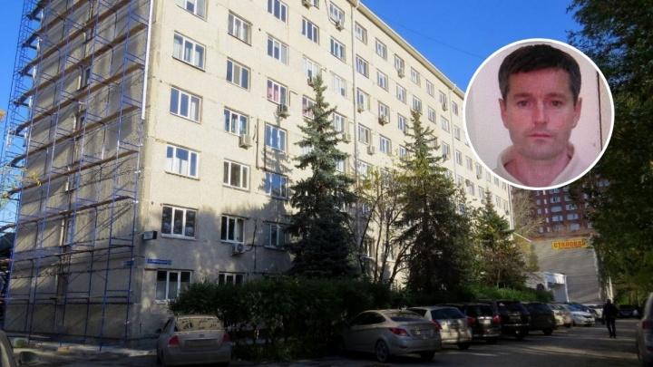 Полицейские разыскивают мужчину, который застрелил из ружья человека в тюменском офисном здании
